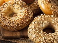Bagels vs. English Muffins: Nutrition, Health Facts & 5 Recipes