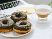 12 Unhealthy Office Snacks to Avoid