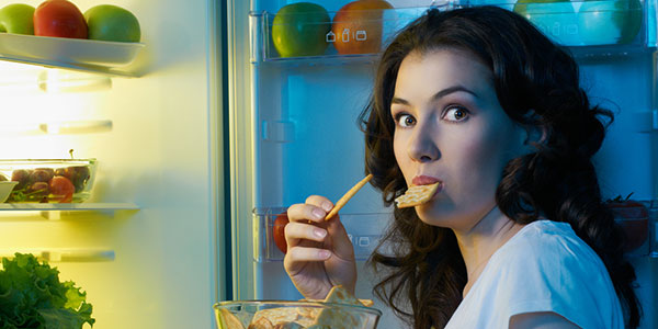 5 Tips to Avoid Unhealthy Nighttime Snacking