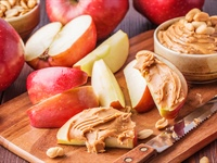 Healthy Snacks at Work: Choosing the Right Foods