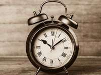 6 Ways to Cope with Daylight Saving Time