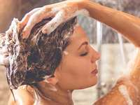 Which Is Better: Moring Showers vs. Showering at Night