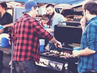 10 Healthy Tailgating Foods & Snacks to Enjoy Today