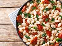 White Beans Salad with Spinach, Garlic & Sun-Dried Tomatoes Recipe